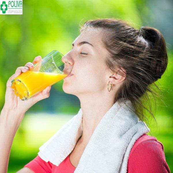 Hướng dẫn 6 cách uống nước cam đúng cách