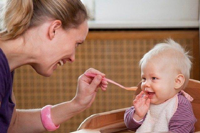 Hướng dẫn cho trẻ 7 tháng tuổi ăn được những hoa quả gì là tốt nhất