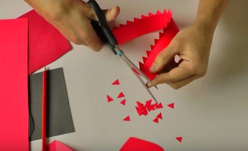 Cắt giấy thành hình răng cưa