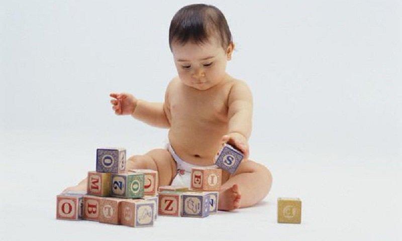 Bật mí cho các mẹ biết trẻ 11 tháng biết làm gì