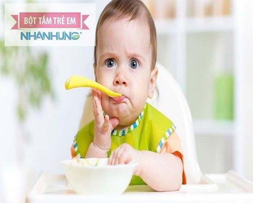 Bật mí cho mẹ biết làm thế nào khi trẻ dưới 1 tuổi biếng ăn