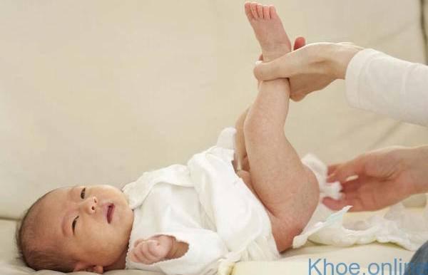 Bật mí nguyên nhân trẻ sơ sinh hay đánh rấm