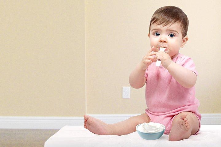 Hướng dẫn mẹ cho trẻ mấy tháng thì ăn được váng sữa tốt nhất