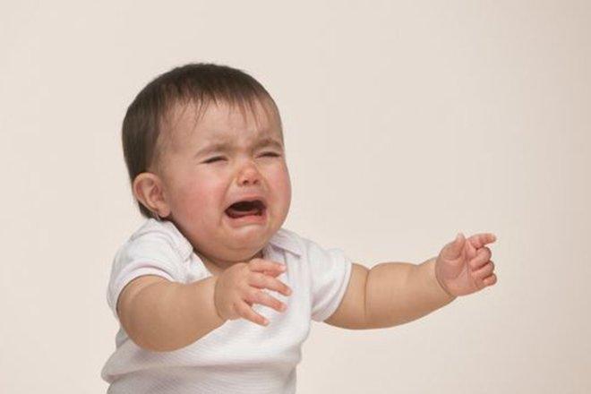 Nguyên nhân bé đi nhà trẻ về khóc đêm mẹ nên để ý