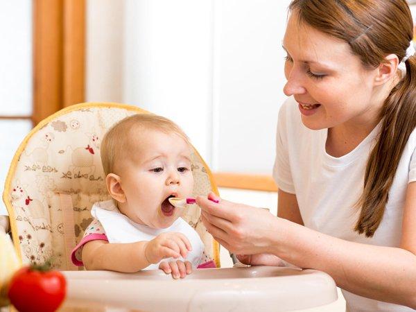 Trẻ 5 tháng tuổi ăn dặm mấy bữa 1 ngày là chuẩn nhất