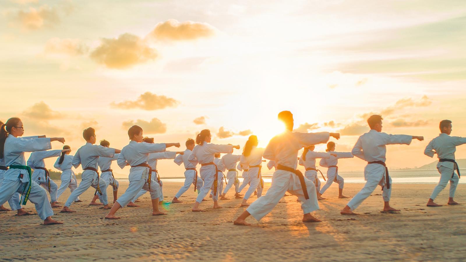 Nhiều người nghĩ học võ là môn thể thao dành cho người sức dài vai rộng, người thể lực không tốt thì không học được, đây hoàn toàn là quan niệm sai lầm.